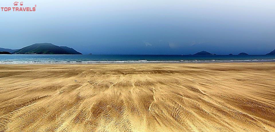 Bãi biển Đất Dốc Ở Côn Đảo