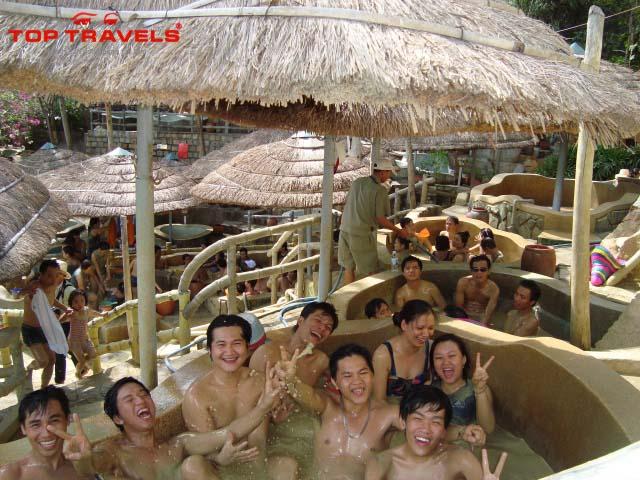 Suối Nước Khoáng Tháp Bà -9 địa điểm du lịch Nha Trang