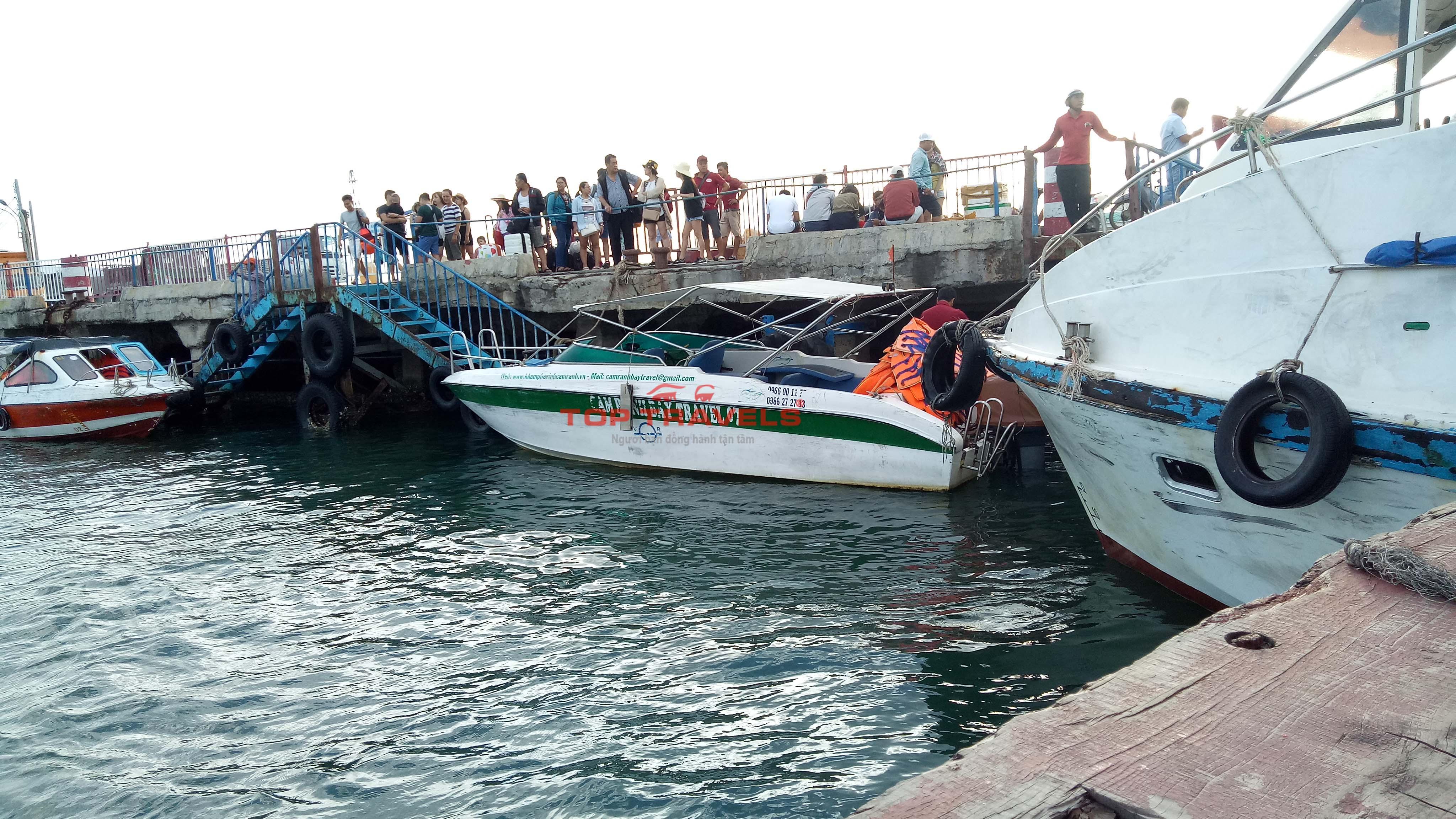 Cano đi đảo Bình Ba