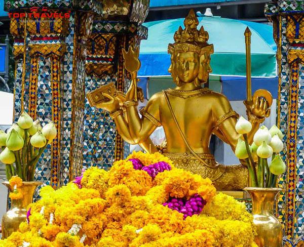 Đền San Phra Phrom Ở Thái Lan