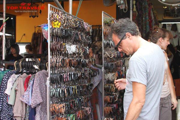 Săn hàng hiệu giá siêu rẻ tại chợ phiên Thái Lan