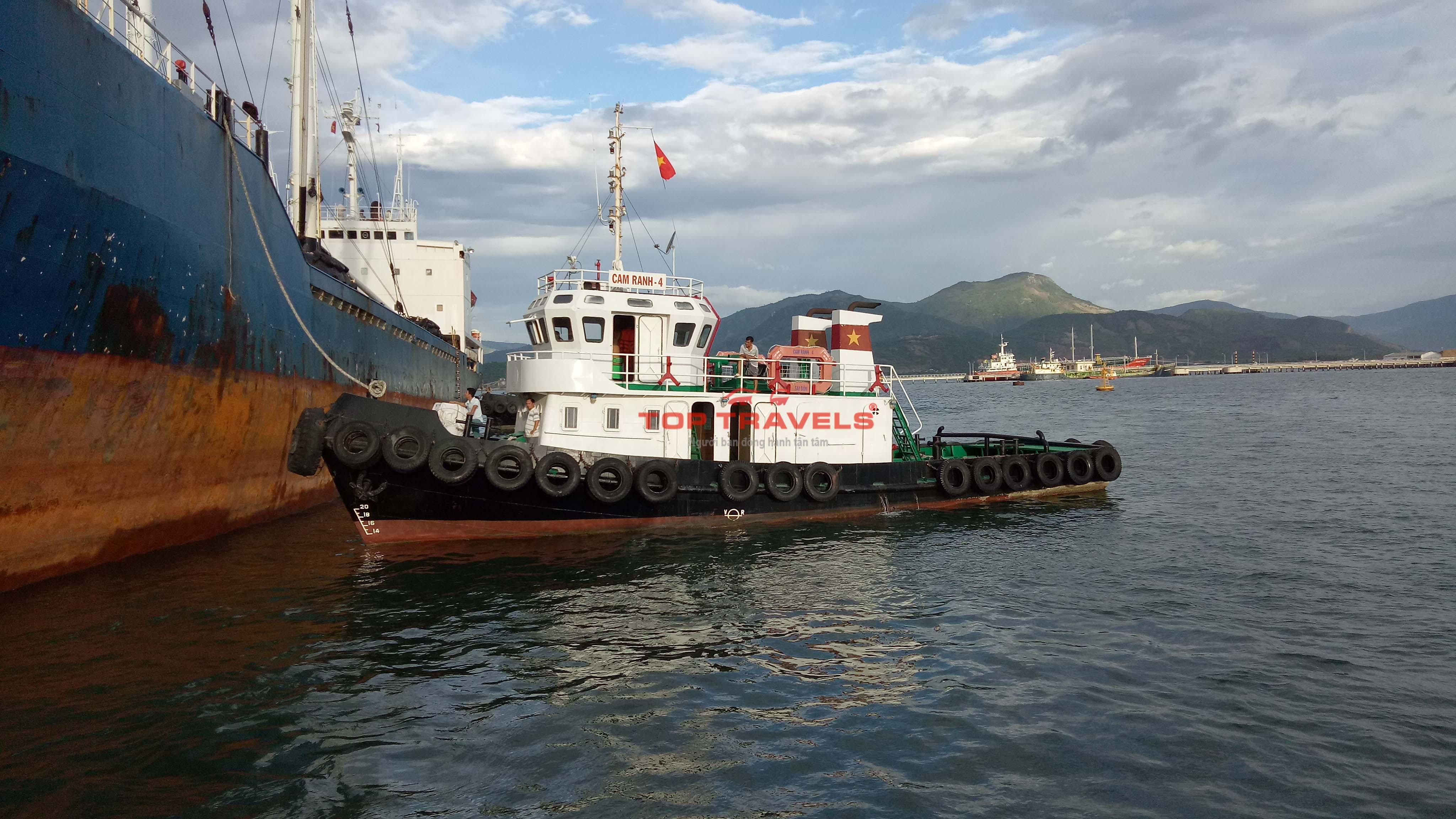 Tàu Gỗ đi đảo Bình Ba