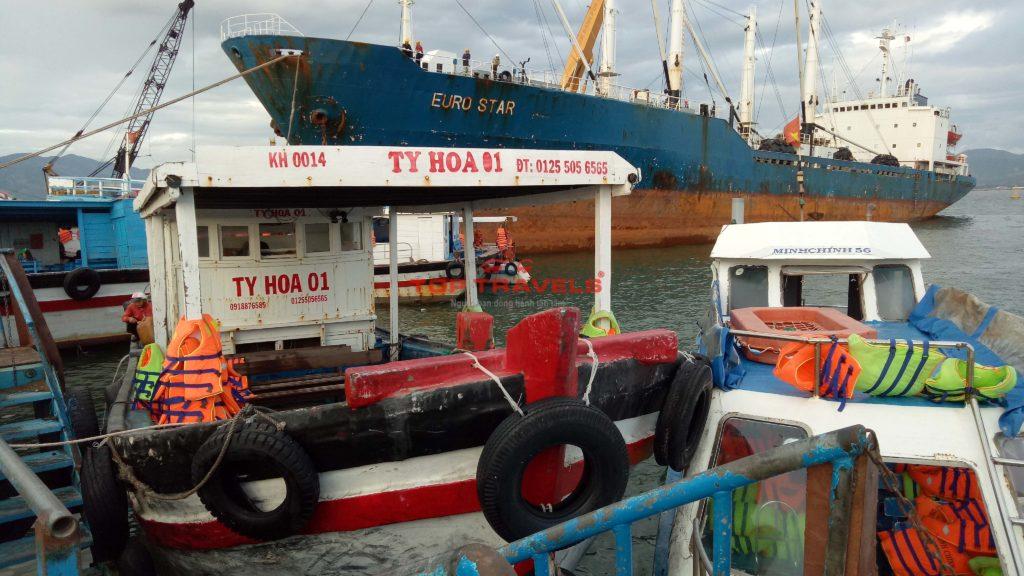 Tàu Gỗ Ty Hòa đi đảo Bình Ba
