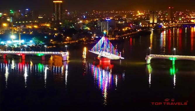 Du thuyền trên sông Hàn